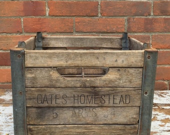 Gates Homestead Farm Dairy Bottle Crate (natural)