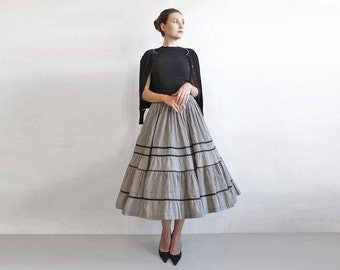 vintage black and white full skirt / black checked skirt / 50s 60s full skirt / rock a billy skirt / circle skirt / andrey hepburn skirt
