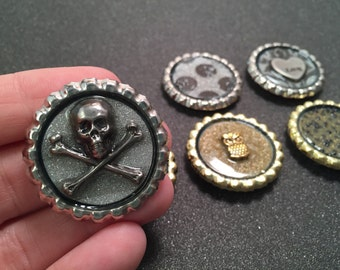Silver and gold bottlecap magnets