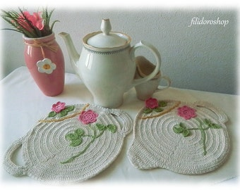 vintage high teapot and sugar bowl potholders