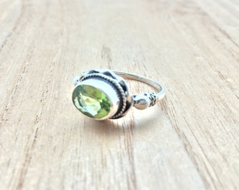 Green Peridot Silver Ring // 925 Sterling Silver // Oxidized Rope Setting // August Birthstone