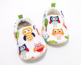 Flannel Owl Baby Shoes, Soft Sole Baby Shoes, Baby Booties, Baby Shower Gift, Toddler slippers