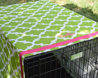 Green Crate Cover Personalized with Hot Pink Name || Custom Quatrefoil Pet Kennel Cover || Puppy Gift by Three Spoiled Dogs