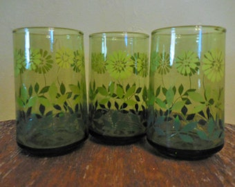 Vintage Green Floral or Daisy Juice Glasses