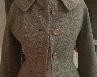 Beautiful Chocolate brown tweed vintage coat Size Petite