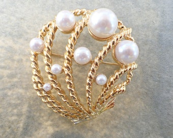 Signed Trifari Shell brooch gold tone faux pearls AB500