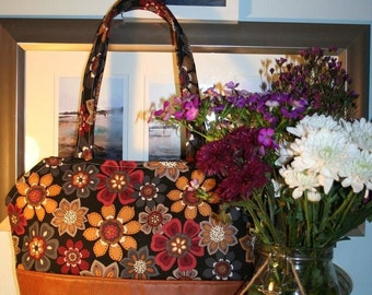 Faux leather and floral shoulder bag