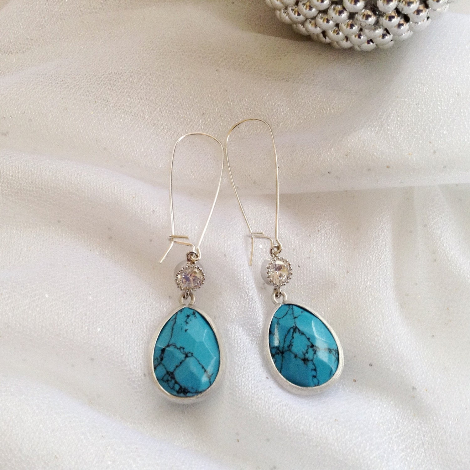 long turquoise dangle turquoise earrings turquoise. Black Bedroom Furniture Sets. Home Design Ideas