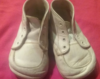 Vintage Baby Shoes ...Leather..1940's..No Laces