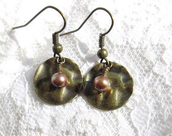 SALE! Hammered Gold Disc Earrings, Freshwater Pearl, Spiral Wired Dangle