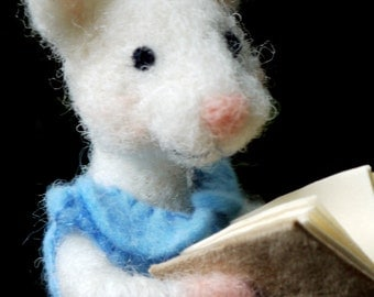 needle felted mouse with book, little felted mouse, reading mouse, needle felted animal, miniature mouse with book, nursery decor