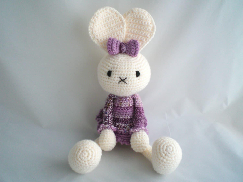 Amigurumi Floppy Ear Bunny : Crochet Bunny Rabbit / Amigurumi Cheeky Floppy Eared Bunny