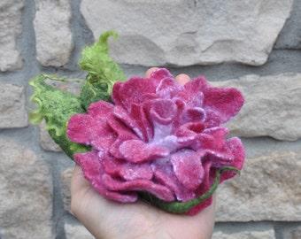 Brooch / Handmade felted Brooch / Merino Wool / felted rose