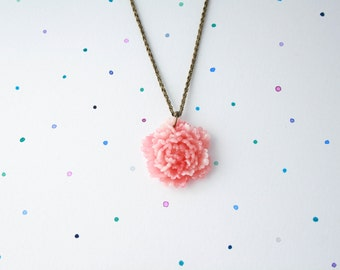 Peony - beautiful resin peony necklace. Peony flower pendant on vintage look woven brass chain. Floral pendant, flower necklace, pink flower