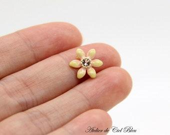 Flower Charm, Yellow Enamel Flower Charm, Yellow Enamel Flower Spacer, Flower Connector, 2 Hole Flower Connector, Gold Plated Flower Charm