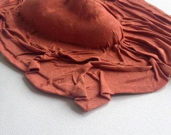 Masque en cuir pour un mur, fait à la main, femme masque, mur decore, nouveau cadeau maison, troisième idée de cadeau d'anniversaire, décor à la maison, en cuir d'agneau rouge
