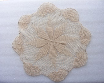 Vintage  lace Crochet Doily - 16.5 in