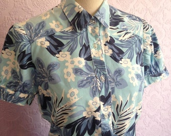 Blue Floral Fitted Blouse with Short Gathered Sleeves. Forties-Style Retro