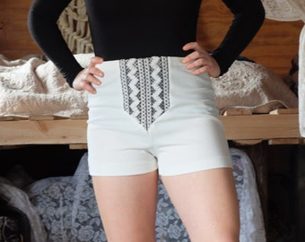 60s Vintage White High Waisted Hot Pants/Shorts with Funky Embrioderey Detail