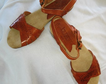 Cinnimon brown all leather, southwesten motive flat sandal. suede insole;smooth leather sole with rubbery heel Never Worn! Sz 61/2 med