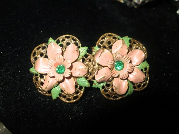 Vintage 1940s Art Deco Czech filigree emerald rhinestone flower brooch