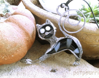 Black Cat / stained / stained glass / glass pendant, Tiffanytechnik / Caboschon jewelry /.