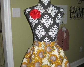 Half Scalloped Sunflower Apron