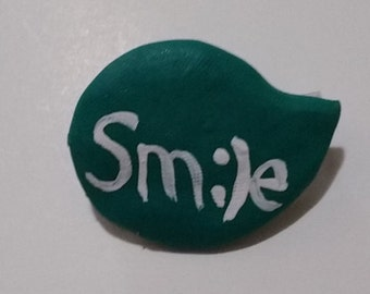 """Motivational Quote """"Smile"""" Brooch/Pin"""