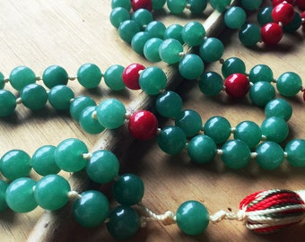 JAPA Mala Jade and Coral red and tassel colors. Rosario Buddhist Jade and Coral red. JAPA Mala stones to meditate