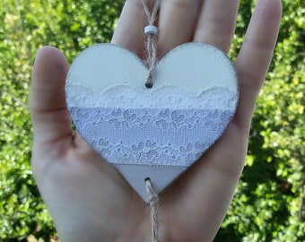Wooden hearts to hang, handpainted. White and lavender, with decorative lace. Modern country. Rustic wedding decoration. OOAK