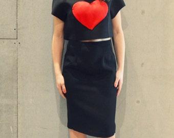 Crop top with red heart, tshirt tumblr, black top, red heart, black tshirt tshirt with heart, crop top waist, short waist tshirt