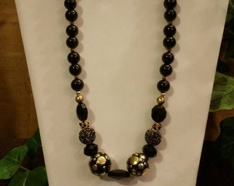 Attention Getting Black and Silver Necklace Set