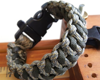 Cobra Fang 550 Paracord Bracelet *Digital Camo Olive Fang*  FREE SHIPPING!!