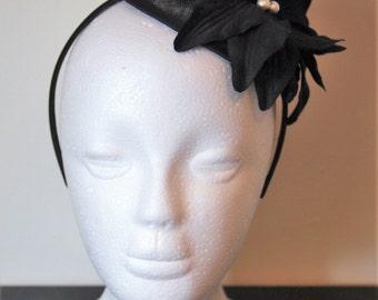Black flower wedding fascinator with pearls, fascinator with large flower, pearl fascinator, black hairband, black headband, flower hairband