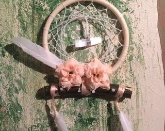Dream catcher jewellery hanger with selenite