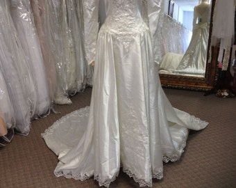 1980's Eden Bridals Ivory Wedding Dress with Long Sleeves