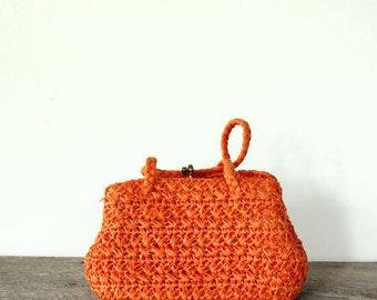 vintage orange raffia purse . 1960s woven raffia handbag, made in Japan . small purse with kiss lock frame