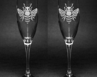 2 Honey Bee Champagne Flutes - etched champagne glass - Set of 2