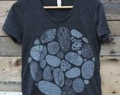BEACH STONES - Women's Tri-Blend T-Shirt