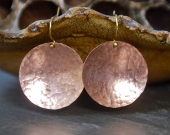 Copper disc earrings /copper dangle earrings /modern earrings / simple disc earrings. Tiedupmemories