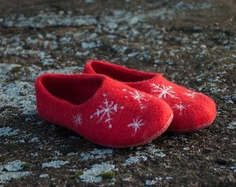 Christmas red white shoes slippers women Natural wool felt slippers Gift for her
