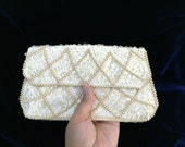 Vintage Off White Beaded Envelope Clutch. Evening Bag. Formal Purse. Small Off White Purse. 1970s. Bridal. Bride Accessory. Fancy Purses.