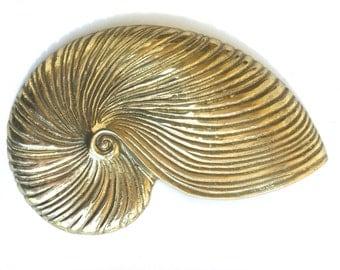 Vintage Brass Shell wall hanging ~ Beach Bathroom decor - Hollywood Regency era~ Nautilus shell~ She sells Seashells by the seashore