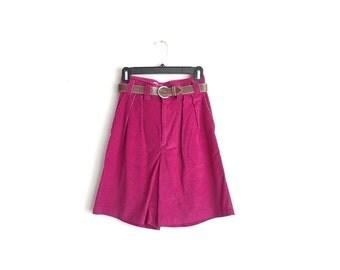 Size S // SALE // CORDUROY KNEE Shorts // Purple Wine - High Waist - Belt - Vintage '70s/'80s.