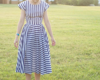 80s Vintage full-circle striped dress / nautical style / Dei Rossi / sailor dress