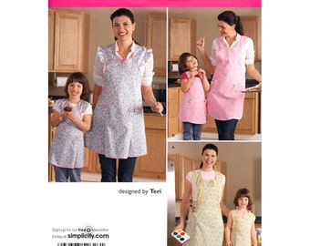 Mommy & Me Apron Pattern Simplicity 2626 Retro Full Apron Patch Pockets Sewing Patterns Child and Misses Size S M L UNCUT