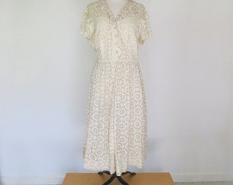 LACE MEDALLION // 50s or 60s button down lace day dress