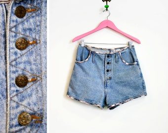 Vintage 1980s-90s Light Denim High Waisted Button Fly Shorts with Plaid Edges by Attitude Size M