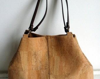 Cork shoulder bag with leather straps