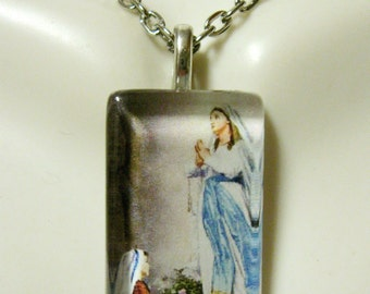 Our Lady of Lourdes pendant with chain - GP09-081